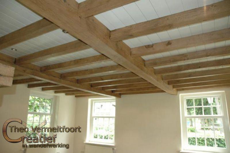 boerderij met balken plafond en badkamer met pandomo wall
