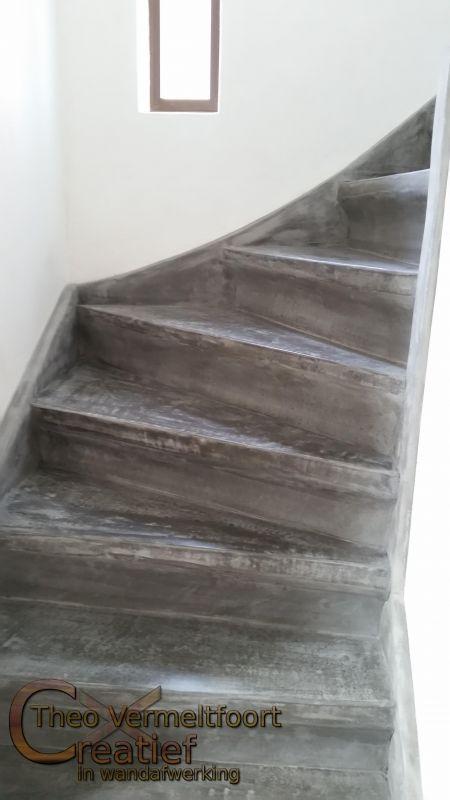 Beton cire op houten trap