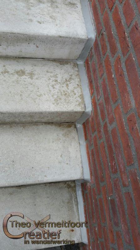 Trap renovatie van hout naar betonlook - Renovatie van een houten trap ...